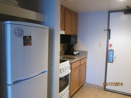 Ocean Reef Resort: small kitchen