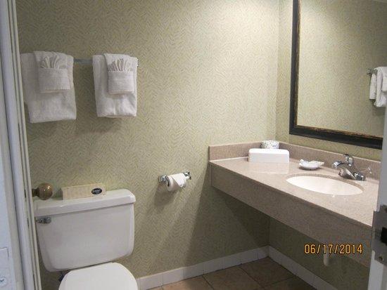 Ocean Reef Resort: room bathroom