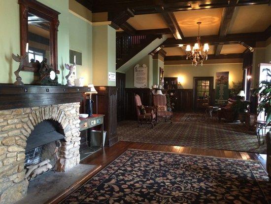 Ye Kendall Inn: The lobby