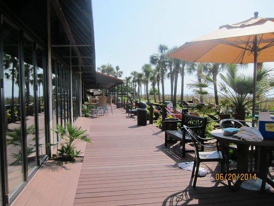 Ocean Reef Resort: outdoor walkway