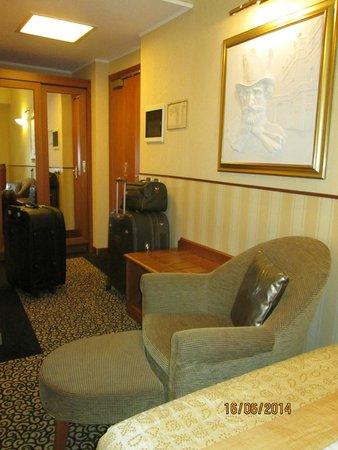 Hotel Dei Cavalieri: Parte da área do quarto