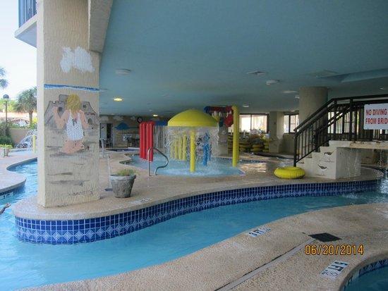 Ocean Reef Resort: pool area