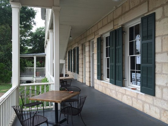 Ye Kendall Inn: One of the many porches