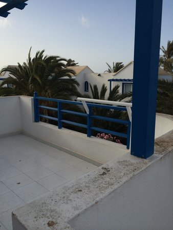 HL Paradise Island : Upstairs two bedroom apartment balcony