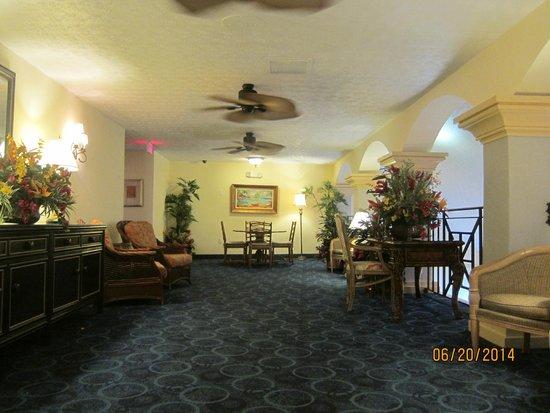 Ocean Reef Resort: second floor lounge