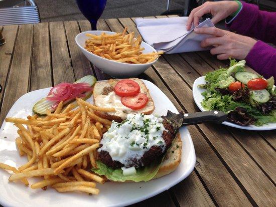 Ona Restaurant and Lounge : Wonderful veggie burger with tahini sauce.