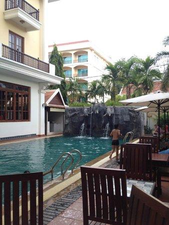 Royal Crown Hotel & Spa: Piscina