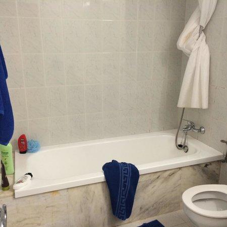 HL Paradise Island: Bathroom of 2 bed huge