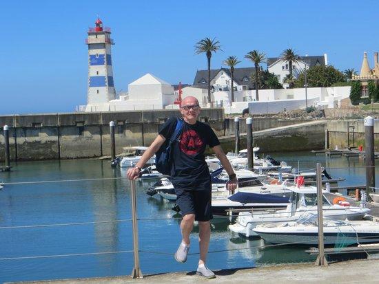 Маяк в яхт-клубе городка Cascais