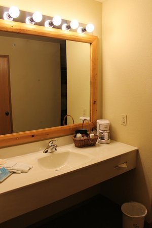 Barneveld, Deer Valley Lodge, Room 115, Vanity Area