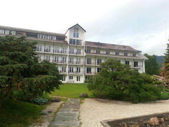Brakanes Hotel: Vista Hotel desde jardines
