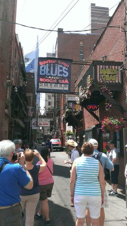Walkin' Nashville - Music City Legends Tour: Printer's Alley