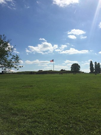 Fort McHenry National Monument : Gorgeous Grounds!