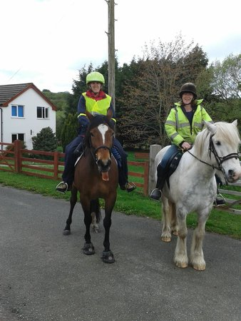 Glan Llyn Farm House: Starting out on our ride
