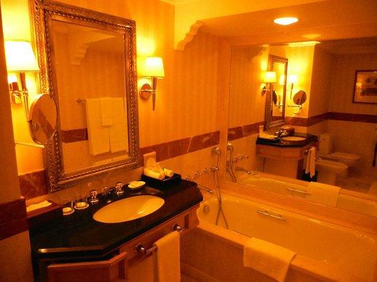 Grand Hyatt Muscat : Bathroom