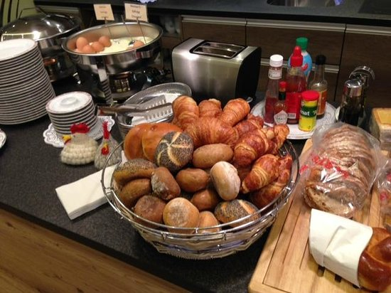 Hotel Alexander: Nice fresh bakery items for breakfast