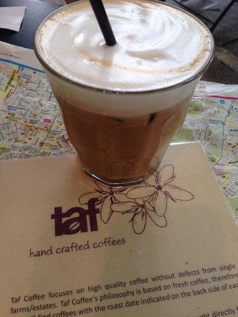 Cafe Taf: Freddo latte- yum