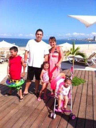 Hilton Puerto Vallarta Resort : en la alberca con vista al mar