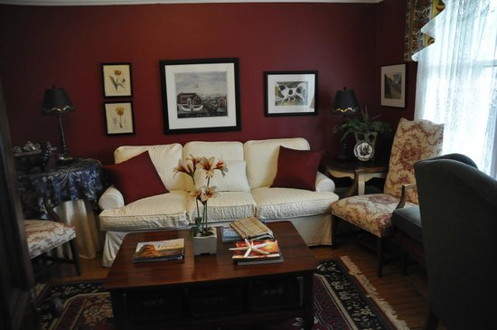 Rothesay House Heritage Inn Bed & Breakfast: The sitting room open to all guests