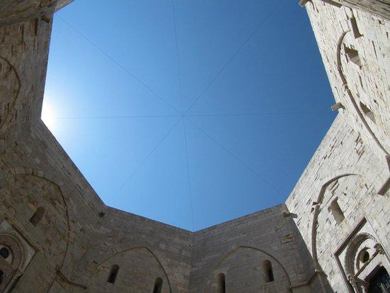 Castel del Monte : Inside castle