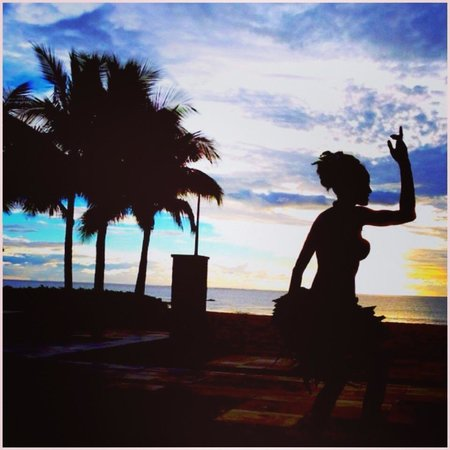 InterContinental Fiji Golf Resort & Spa: Sunset dancing