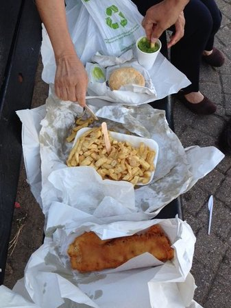 Park RD Fish and Chip Shop: Spread out on a bench overlooking the harbour