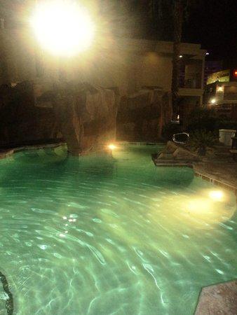 Red Roof Inn Las Vegas : la pisina de noche !