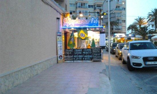 BQ Apolo Hotel: Manchester bar near KFC