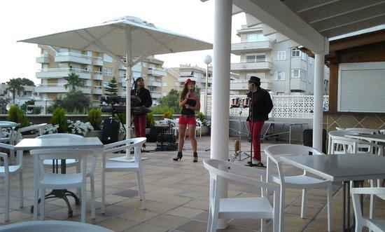 BQ Apolo Hotel: Cuban singers, entertainment alternate nights