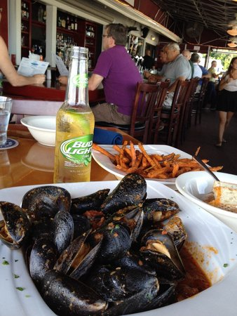 Rocky's Aqua : Mussels and fries