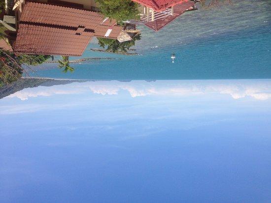 Sea Breeze Resort : View toward pier from balcony