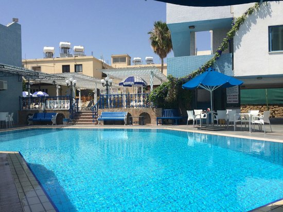 Nereus Hotel : большой бассейн