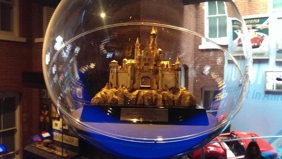 Walt Disney Family Museum : castle model