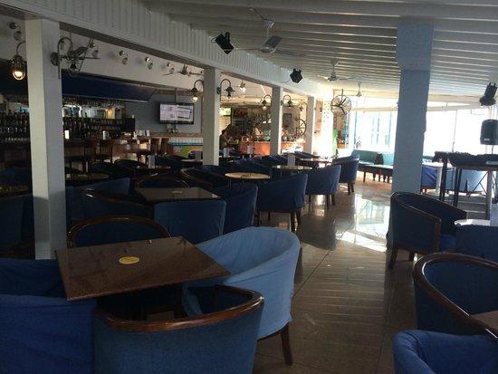 Nereus Hotel: бар