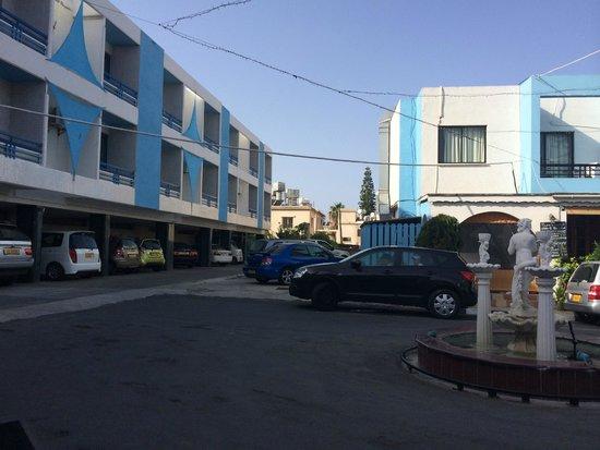 Nereus Hotel : подъезд к отелю