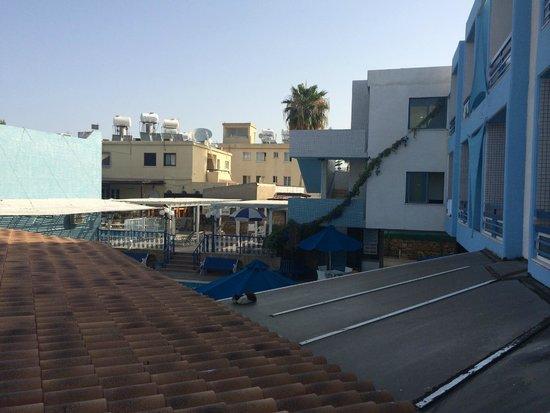 Nereus Hotel : вид со средней террасы