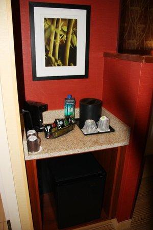 Courtyard Greenville: Wet Bar/Refrigerator Area