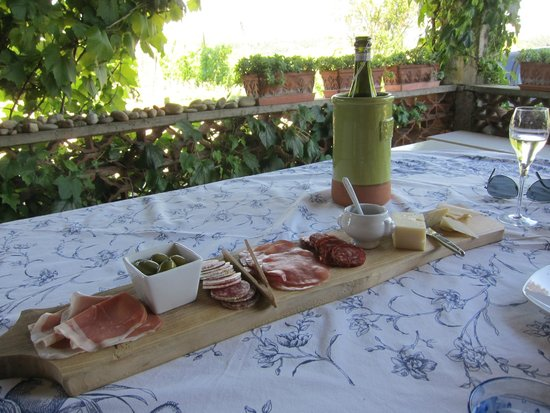 Casa di Maio: Antipasto and Prosecco on arrival