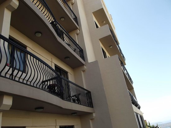 Solana Hotel: Balconies above our terrace