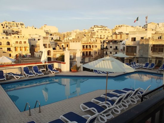 Solana Hotel: Roof Top Pool & Cafe