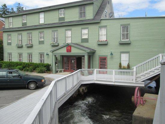 The Inn at Camden Place: The Megunticook River running under the inn