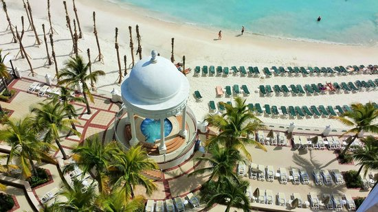 Hotel Riu Palace Las Americas: Zoomed view of hot tub from #652