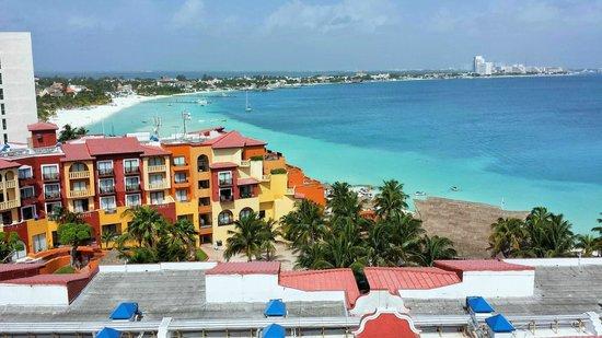 Hotel Riu Palace Las Americas: View west from wrap around balcony #652