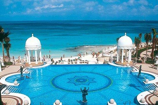 Hotel Riu Palace Las Americas: Main pool from # 451