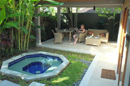 Eigener Garten mit Whirlpool - Picture of Balinea Villa - Rooms ...
