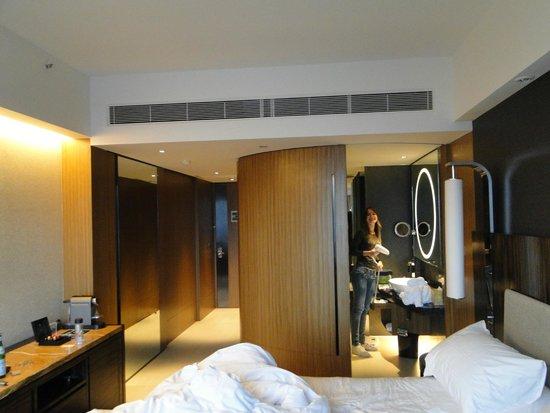 Hotel ICON: quarto e banheiro