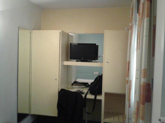 Hotel Des Canettes: room