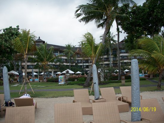 Prama Sanur Beach Bali: View of the Hotel from the Beach