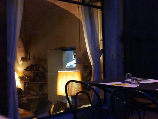 Tavolini esterni picture of ristorante vineria del for Tavolini esterni