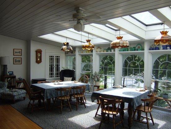 Henniker House: Breakfast room